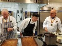 Kaj, Pierre och Jerry med den smarriga desserten