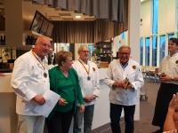 Juryn med varmrättsvinnaren - Pelle