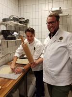 Den glada bagaren Jonas och kavelmannen Rasmus