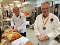 Walle och Ralf förbereder garnigrönsaker